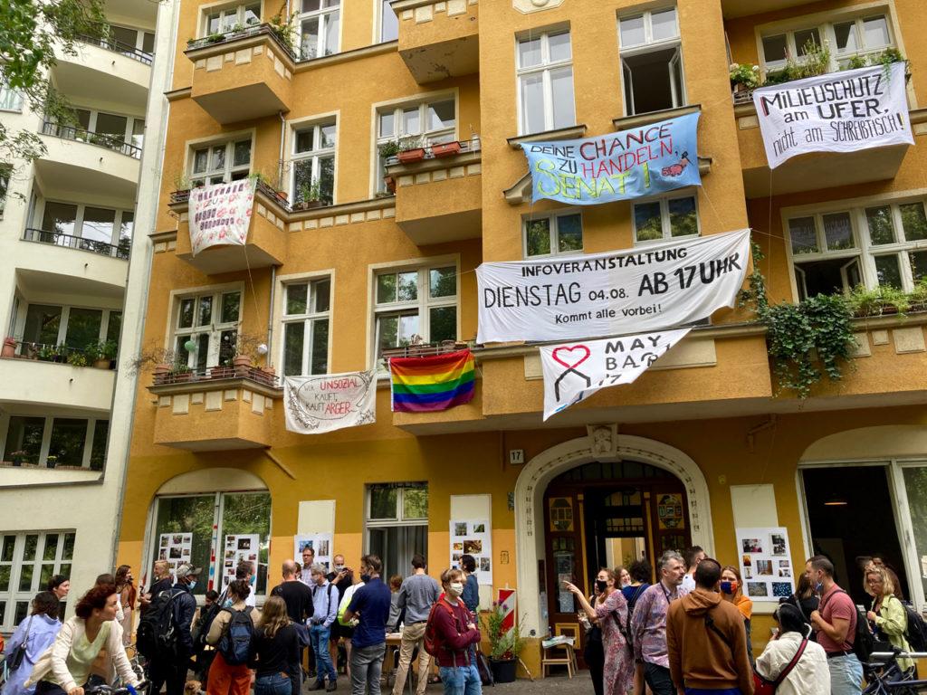 Protestkundgebung vor dem Maybachufer 17